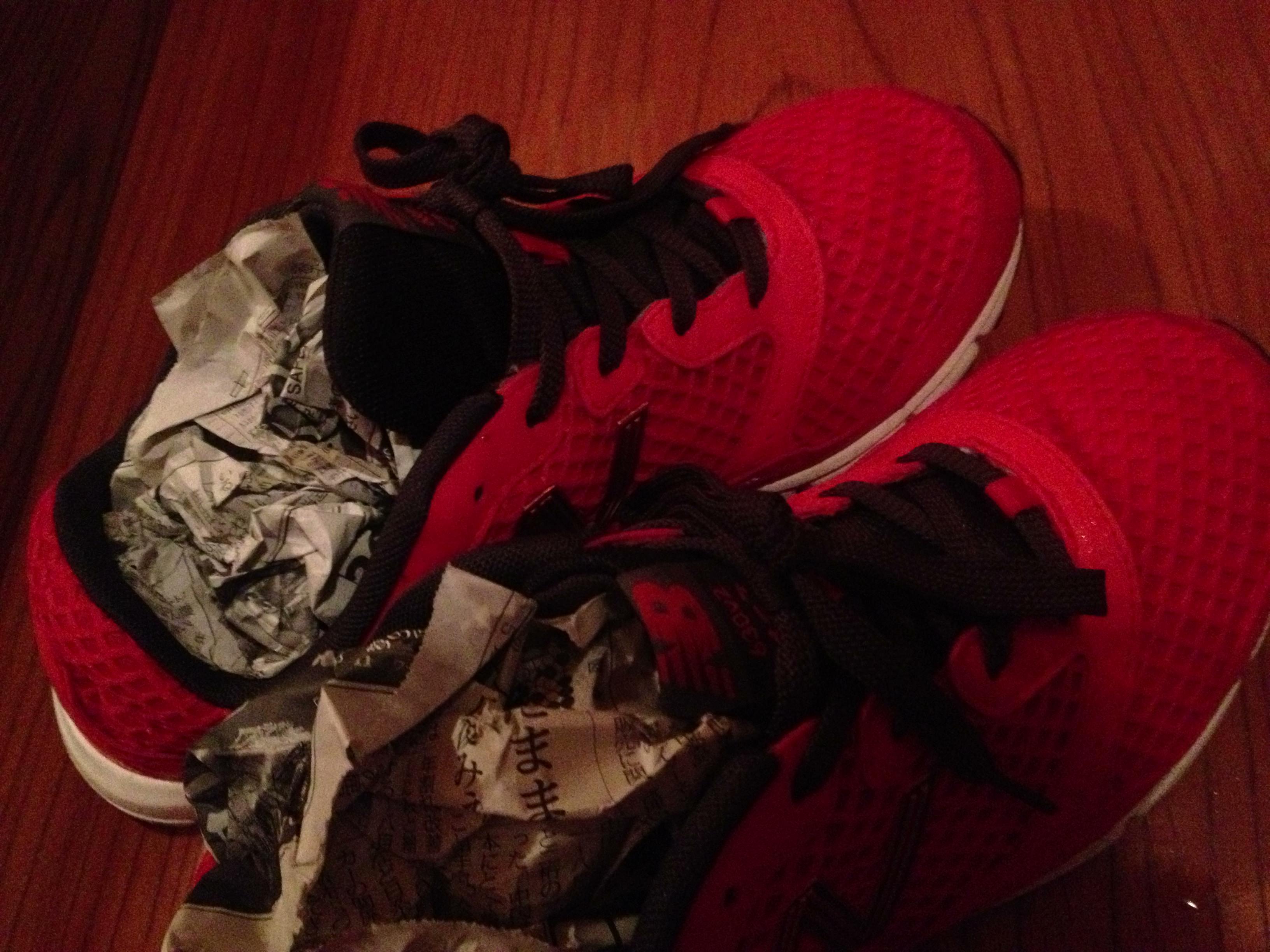 ランニング中の雨でずぶ濡れ、新聞を使って靴を早く乾かす裏ワザ