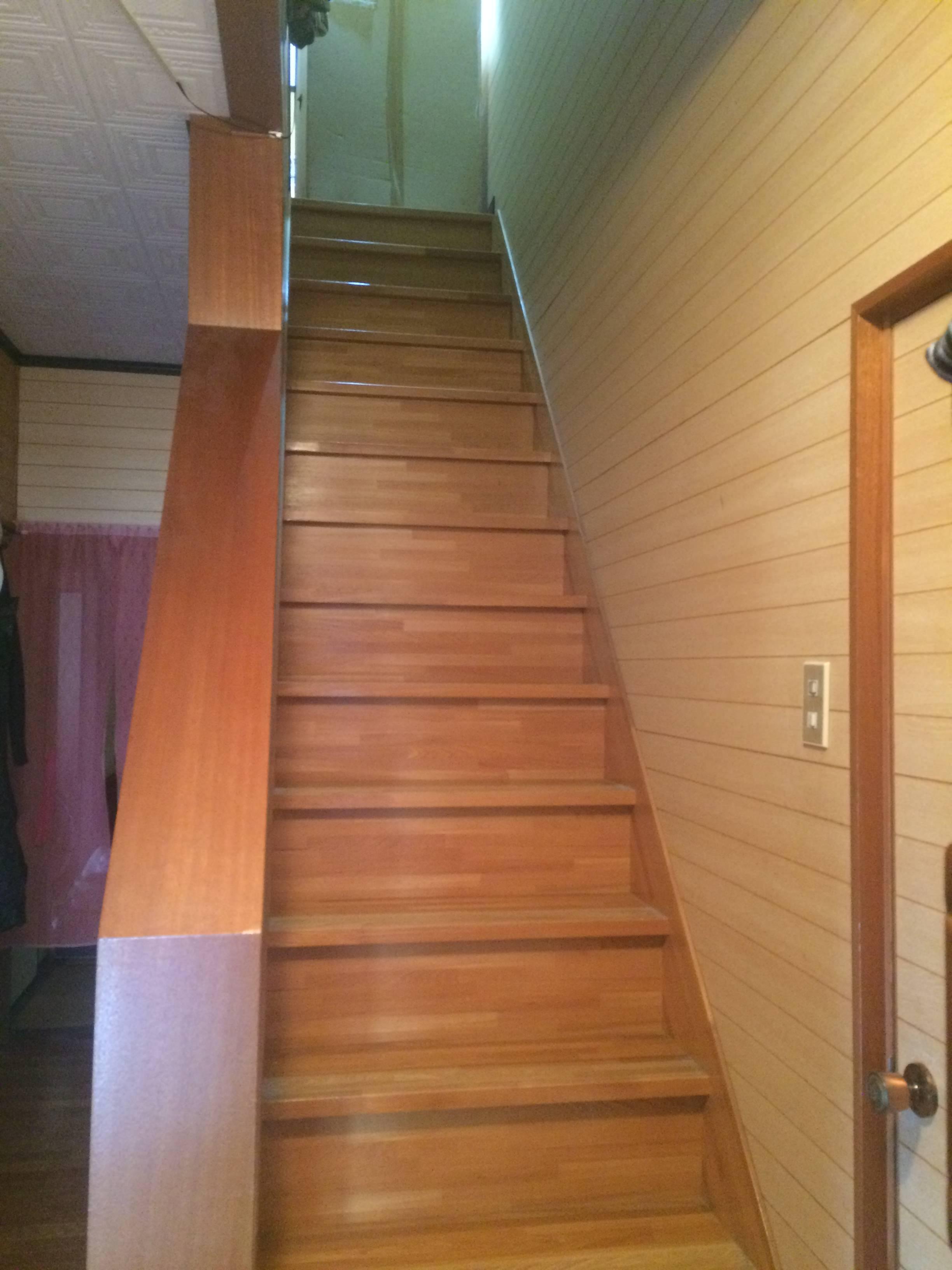自室までの階段