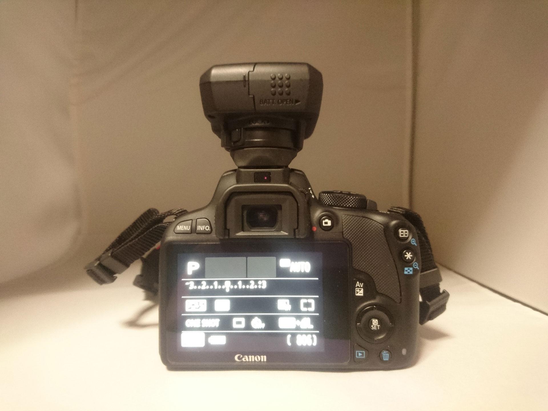 Canon Eos Kiss X7 and GP-E2 背面