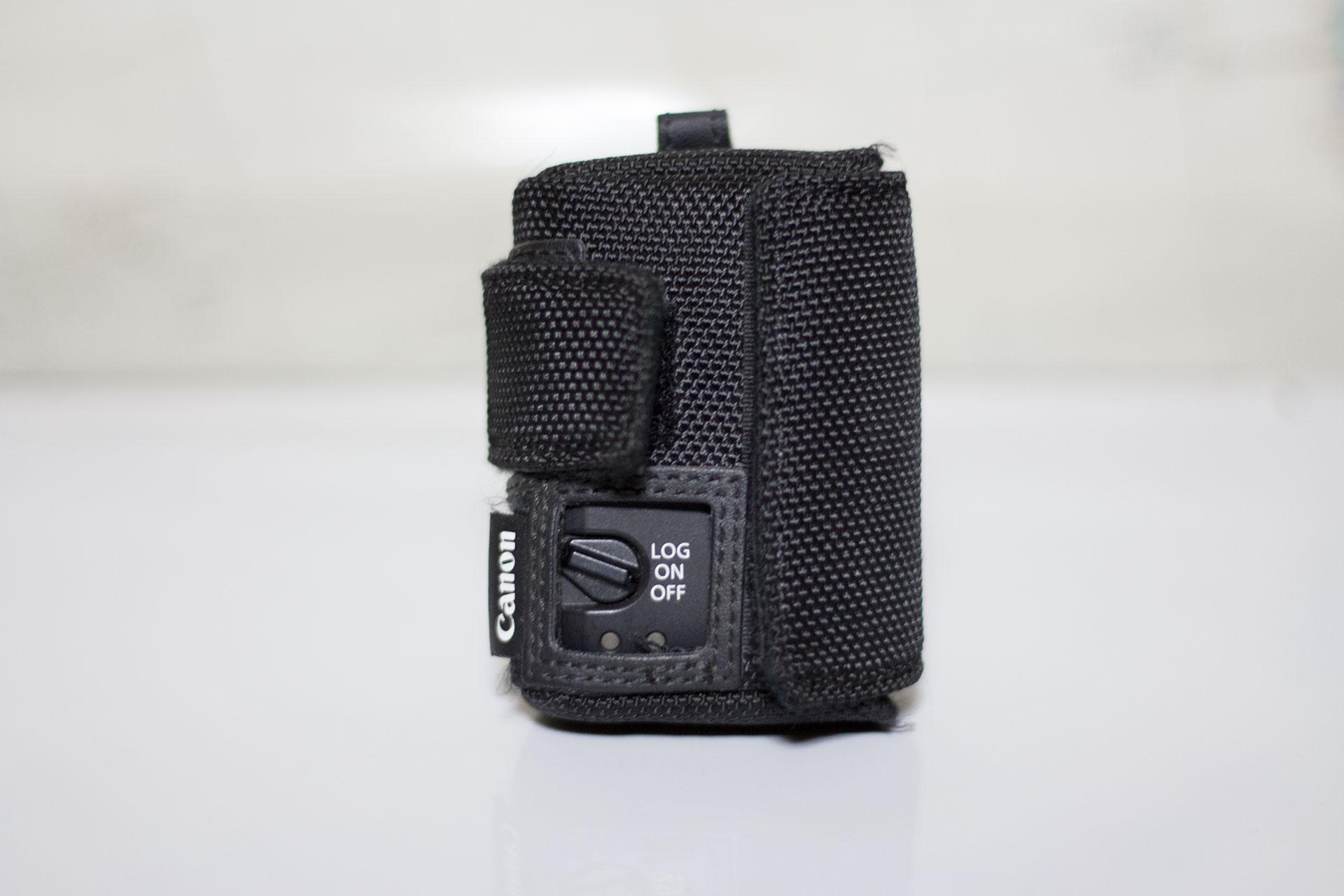 Canon GPS Receiver GP-E2の本体とカバー